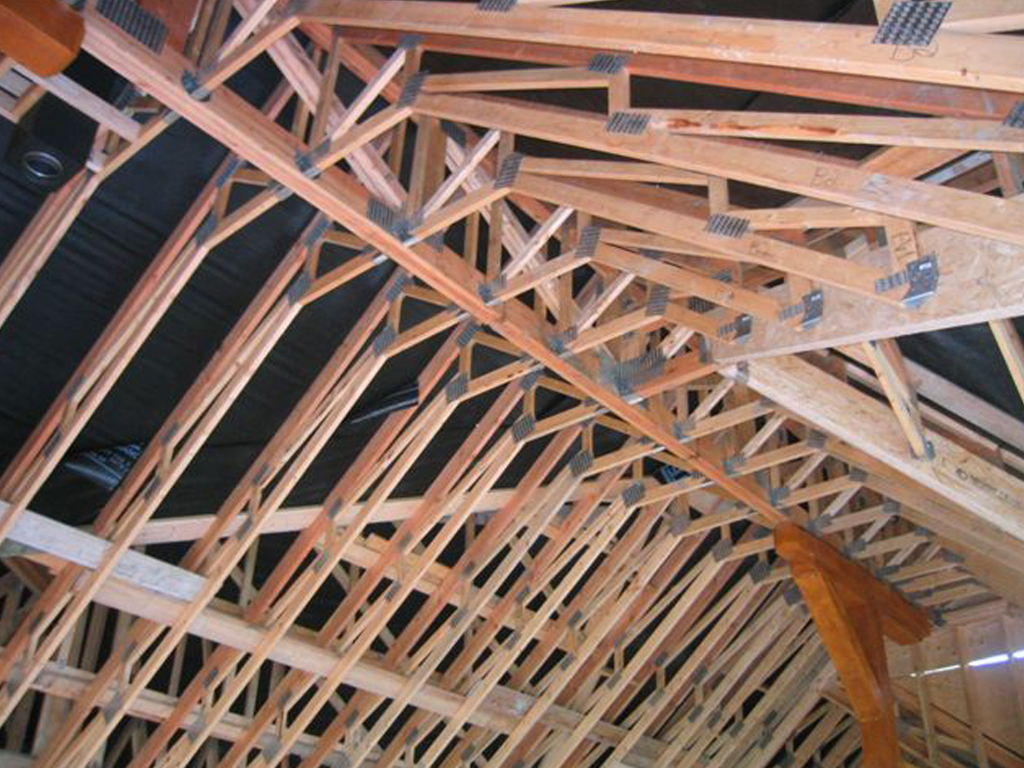 Victoria truss ltd photo galleryvictoria truss for Roof trusses installation